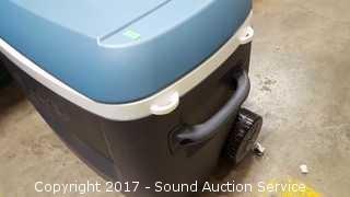 Igloo Cooler W/ Telescopic Handle & Wheels
