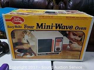 Easy Bake Four Mini-Wave Oven w/Box