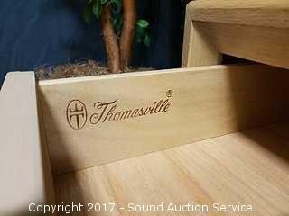 Charming Thomasville Nightstand w/Cabinet