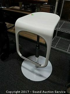 White Retro Hydraulic Stool