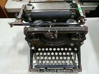 Antique Early 1900's Underwood Typewriter