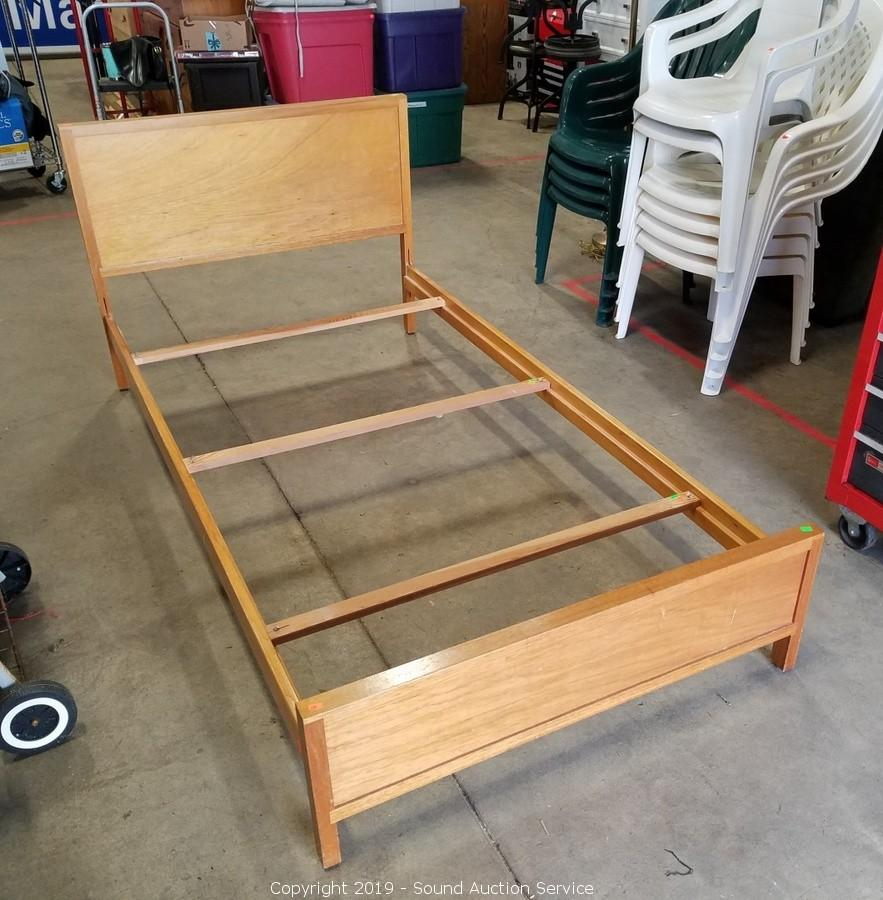 Sound Auction Service Auction 04 16 19 Johnson Bruhaly Bruno Multi Estate Auction Item 2 Sears Twin Solid Wood Bed Frames